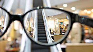fotografía de gafas viendo un centro comercial de marketing